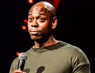 "Dave Chappelle Tells Hilarious Story About The Time R. Kelly Sent His ""Goons"" To Threaten Him After ""Piss On You"" Skit (VIDEO)"
