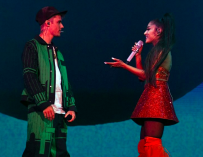 Ariana Grande Surprises Coachella Crowd By Bringing Justin Bieber Onstage, Watch His First Performance In Two Years (VIDEO)