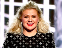 Kelly Clarkson Pulls Power Move, Reveals She Hosted The 2019 Billboard Music Awards While Battling Appendicitis Attack!