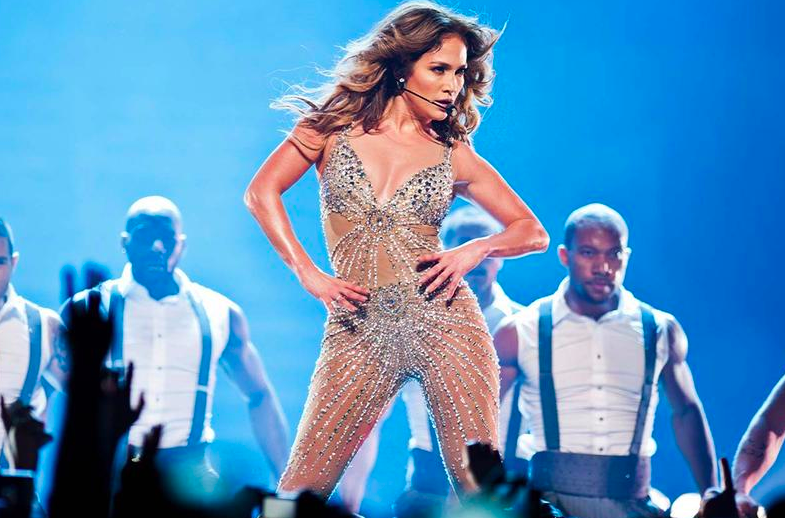 Jennifer Lopez Posts New Bikini Photo Showing Off Fit Body, But It Looks A Little Suspect To Us!