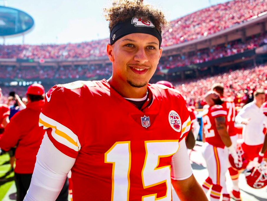NFL Star Quarterback Patrick Mahomes Just Signed A MASSIVE (record breaking) Deal With The Kansas City Chiefs