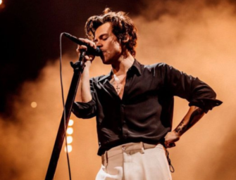 Harry Styles Gives A Young Fan Dating Advice At His Concert