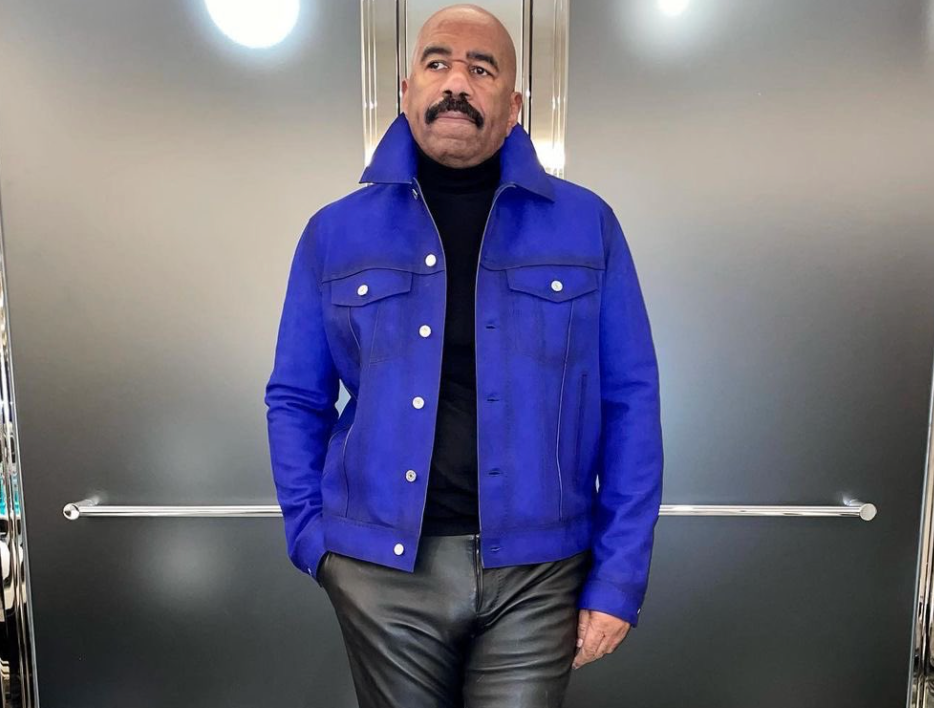 Steve Harvey's Fashion Game Has The Internet Giggling All The Way To The Bank of Meme
